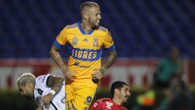 Nicolás López celebrando su anotación con Tigres