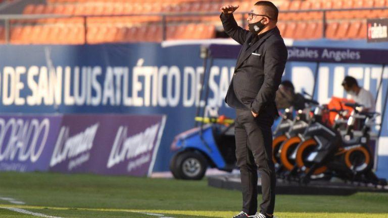 Antonio Mohamed, técnico de Rayados, en el Alfonso Lastras