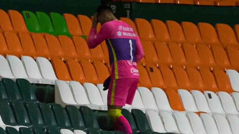 Talavera camina en las tribunas tras ser expulsado
