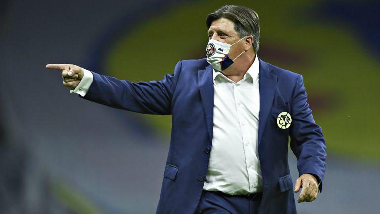 Miguel Herrera en partido con América