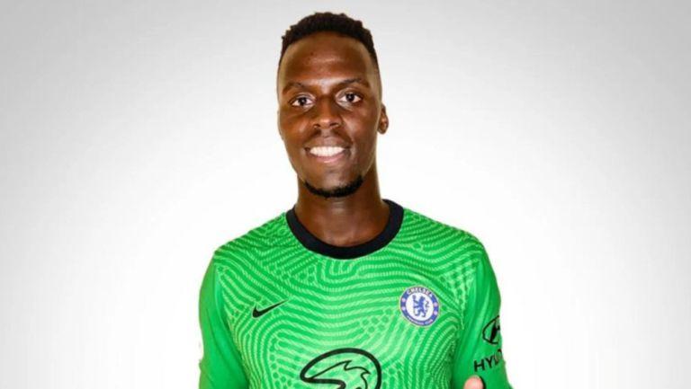 Edouard Mendy posa con los colores del Chelsea