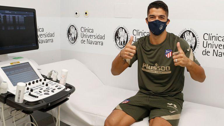 Luis Suárez durante los exámenes médicos con el Atlético