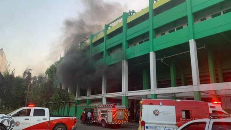 El humo en el Estadio León se podía apreciar a una distancia considerable