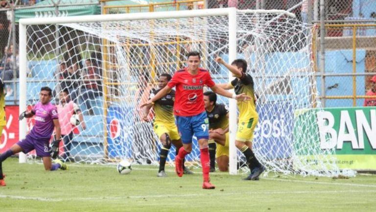 José Martínez durante un partido con Municipal