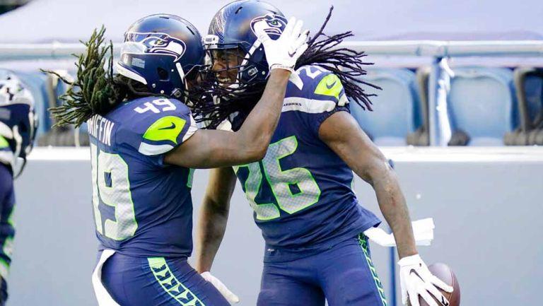 Jugadores de Seattle celebran una jugada contra Dallas