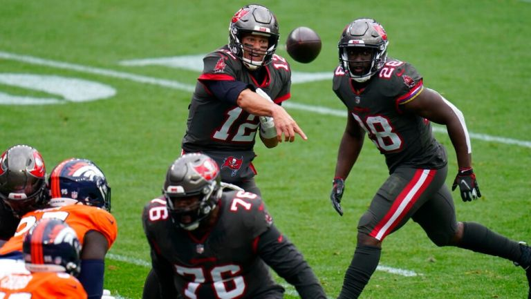 Tom Brady en partido vs Broncos