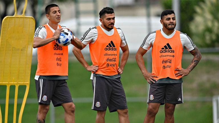 Jugadores del Tri en entrenamiento