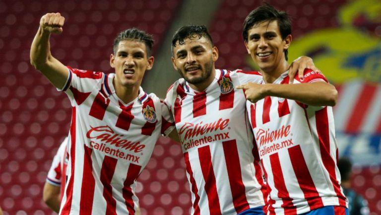 Antuna, Vega y Macías en celebracón