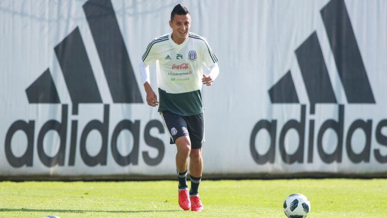 Roberto Alvarado durante un entrenamiento con el Tricolor