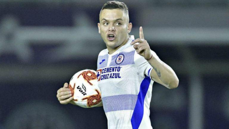 Jonathan Rodríguez celebra gol con Cruz Azul