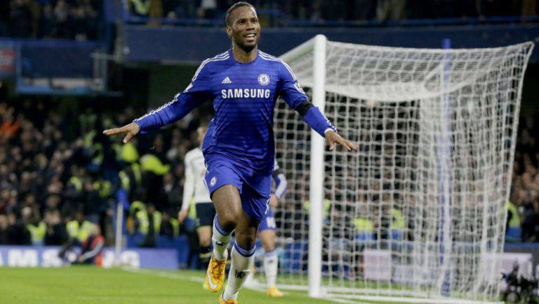 Didier Drogba festeja una anotación con Chelsea