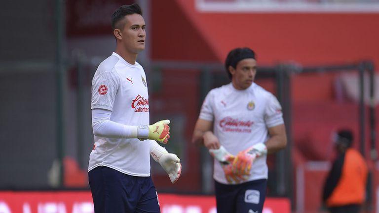 Raúl Gudiño y Toño Rodríguez previo a un partido con Chivas