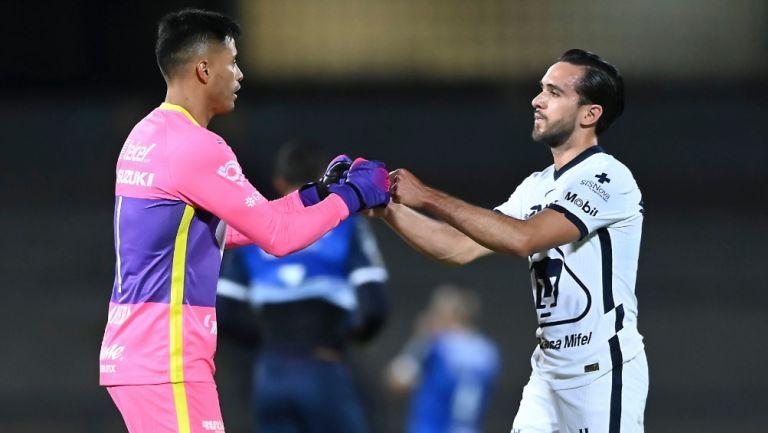 Talavera y Quintana durante un partido con Pumas