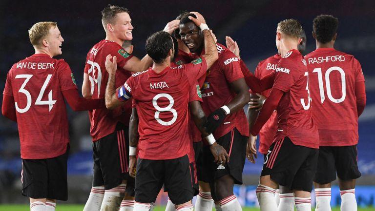 Jugadores del Manchester United celebran el gol de Pogba