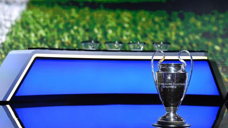 Trofeo de la UEFA Champions League en sorteo