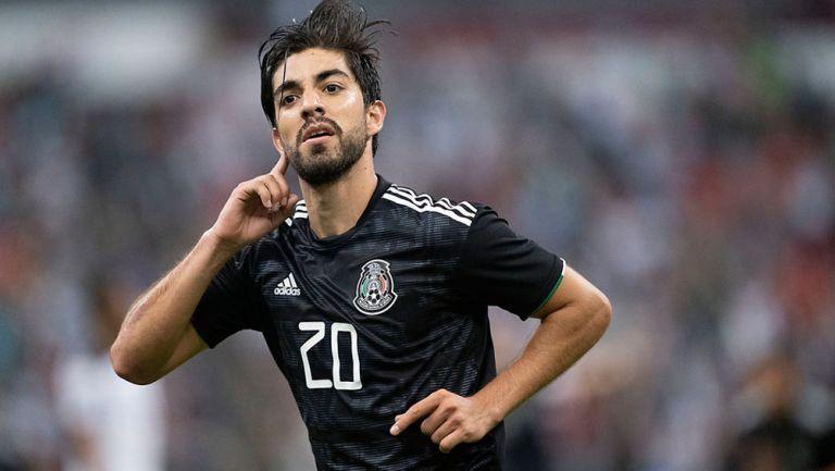Pizarro celebra una anotación con el Tri