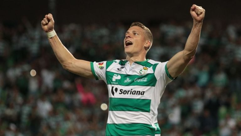 Julio Furch en partido con Santos