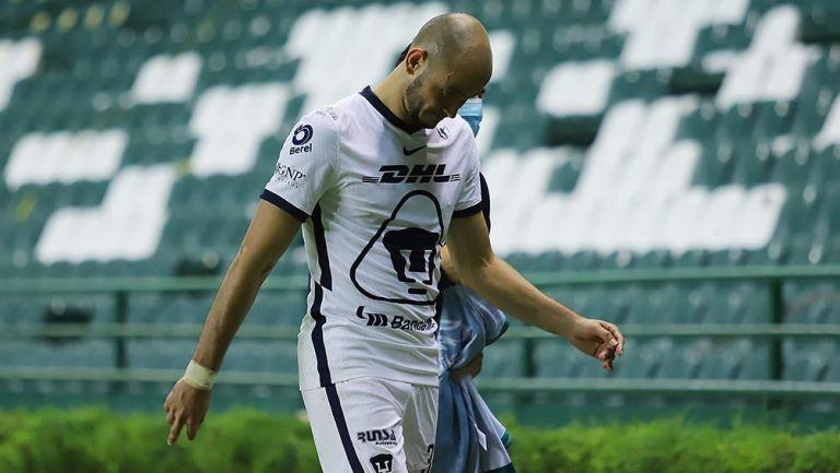 Carlos González se lamenta en juego con Pumas