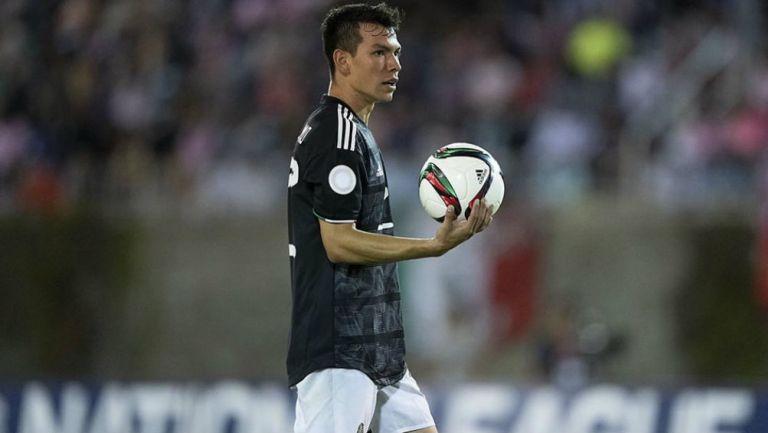 Chucky Lozano jugando con la Selección Mexicana