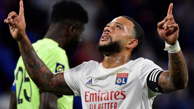 Memphis Depay celebra un gol con el Olympique de Lyon