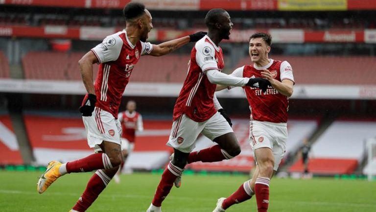 Jugadores del Arsenal celebran anotación ante el Sheffield United