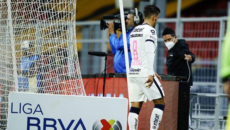 Andrés Iniestra tras su expulsión en el América vs Pumas