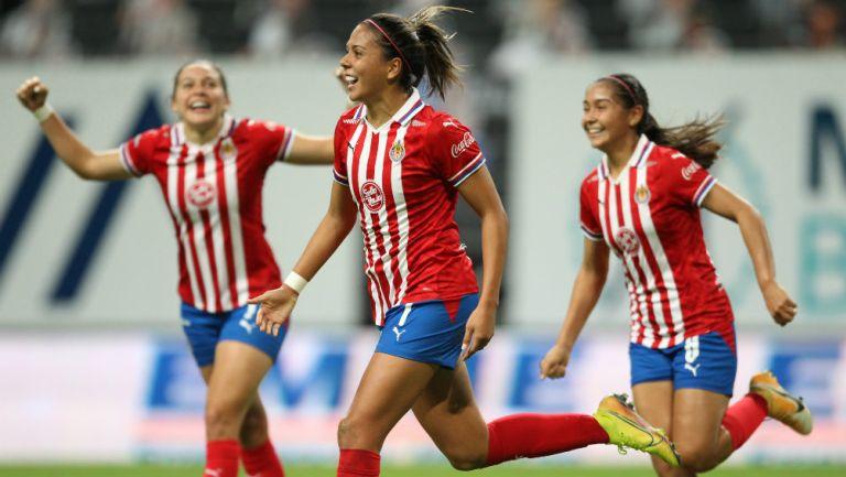 Chivas Femenil en festejo de gol