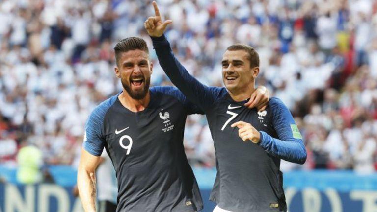 Griezmann y Giroud durante un duelo con Francia
