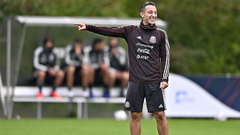 Andrés Guardado en entrenamiento con el Tri