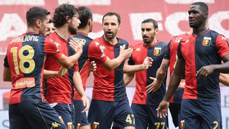 Jugadores del Genoa durante un duelo en la Serie A