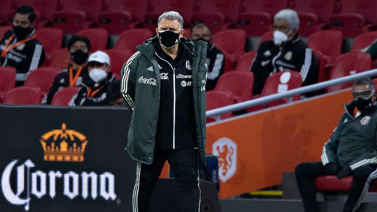 Tata observa el juego contra Holanda