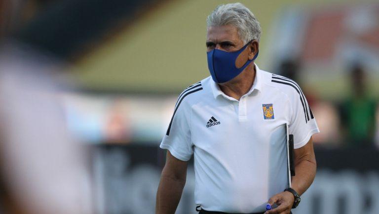 Ricardo Ferretti durante un partido con Tigres