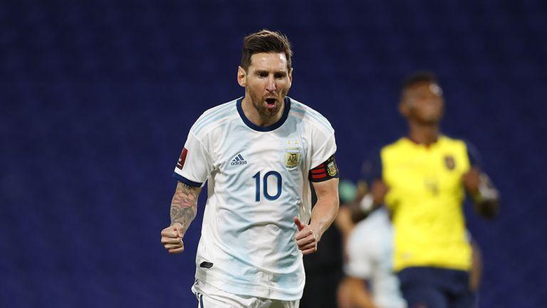 Messi festeja el gol contra Ecuador