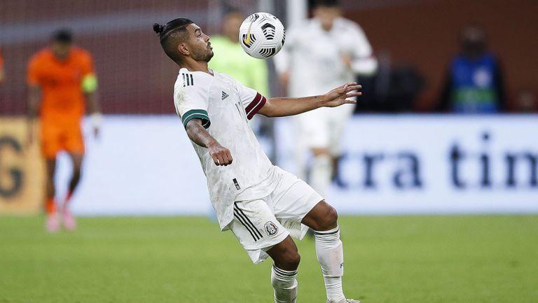 El Tecatito Corona en el partido contra Holanda