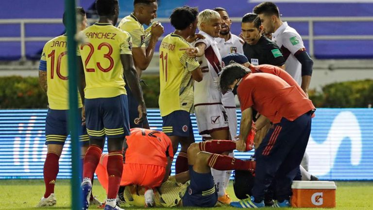 Santiago Arias, atendido por la parte médica
