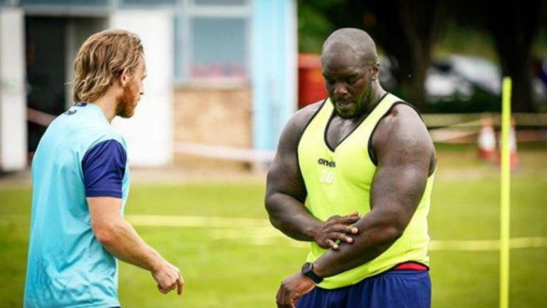 Video: Futbolista más fuerte del mundo desea incursionar en la WWE