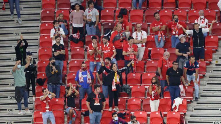 Aficionados del Sevilla en la Supercopa de Europa