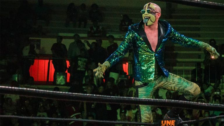 Mr. Iguana durante una función de lucha