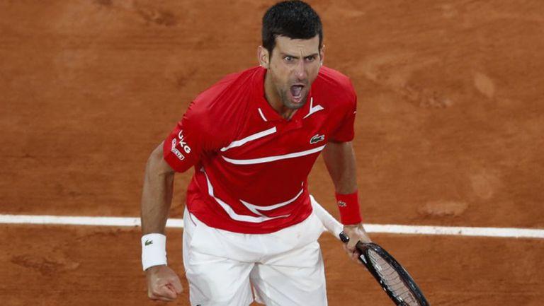 Novak Djokovic festeja una jugada