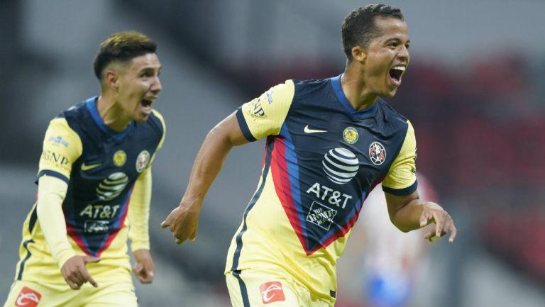 Giovani en festejo de gol
