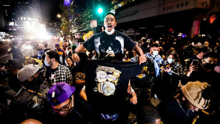 Fans Lakers en celebración