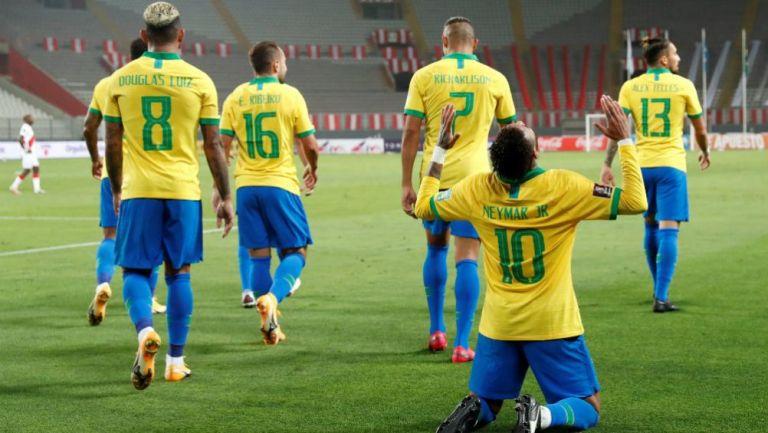 Neymar en celebración con Brasil