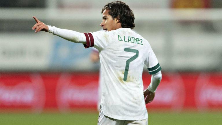 Diego Lainez celebrando su anotación con Selección