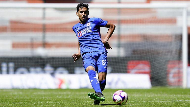 Josué Reyes en partido con Cruz Azul