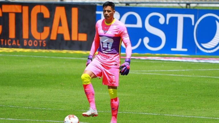 Alfredo Talavera en partido con Pumas