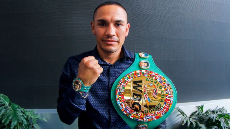 """""""Gallo"""" Estrada, Campeón Mundial Supermosca"""