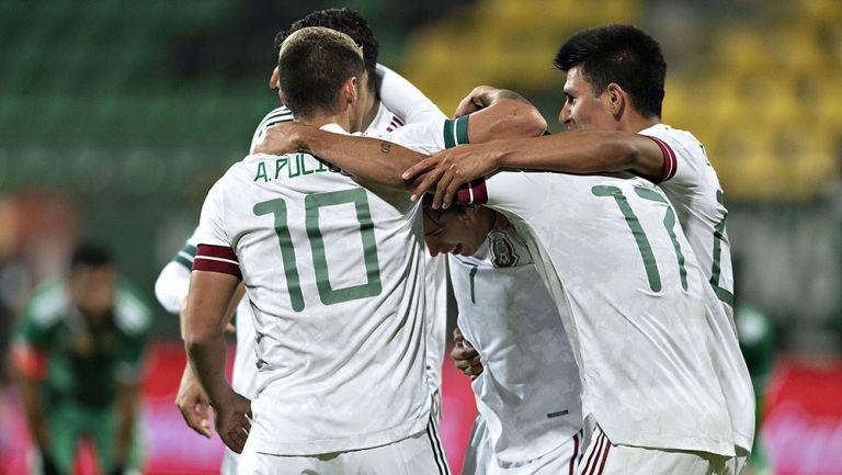 Jugadores del Tri en el juego contra Argelia