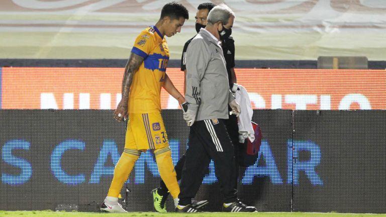 Salcedo abandona el campo por lesión