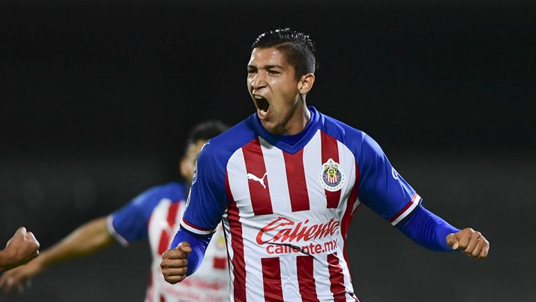 Ángel Zaldívar en partido con Chivas