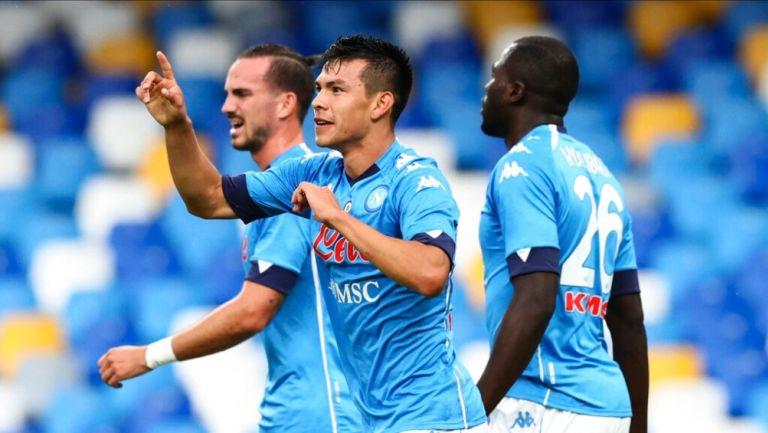 Hirving Lozano en un partido con Napoli